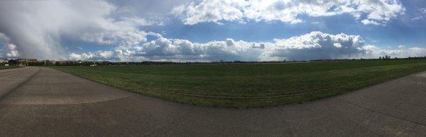 Tempelhofer Feld Rollbahn.jpg
